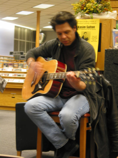 Kasim Sulton at Borders, Derborn - 12/11/02