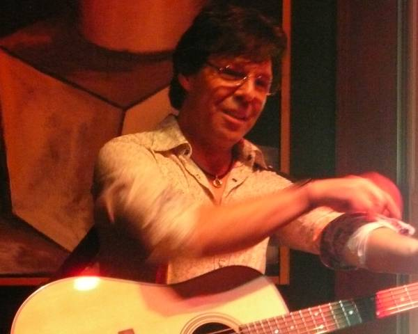 Kasim Sulton at Caf� Carpe, Fort Atkinson, WI - 05/16/10