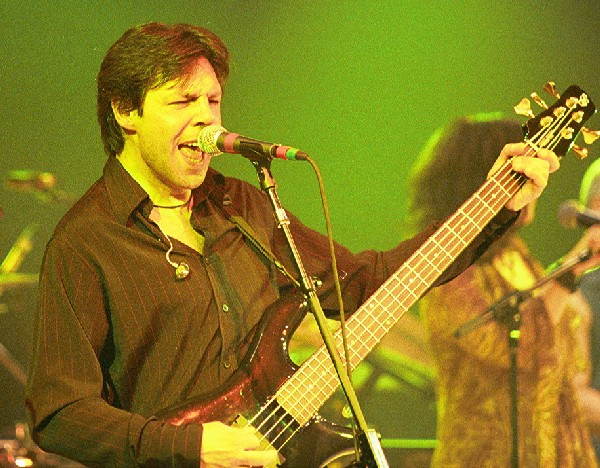 Kasim Sulton in Westbury (Photo by Gary Goveia)