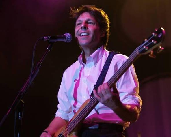 Kasim Sulton at The Borgata as part of The New Cars - 11/18/06 (photo by Gary Goat Goveia)