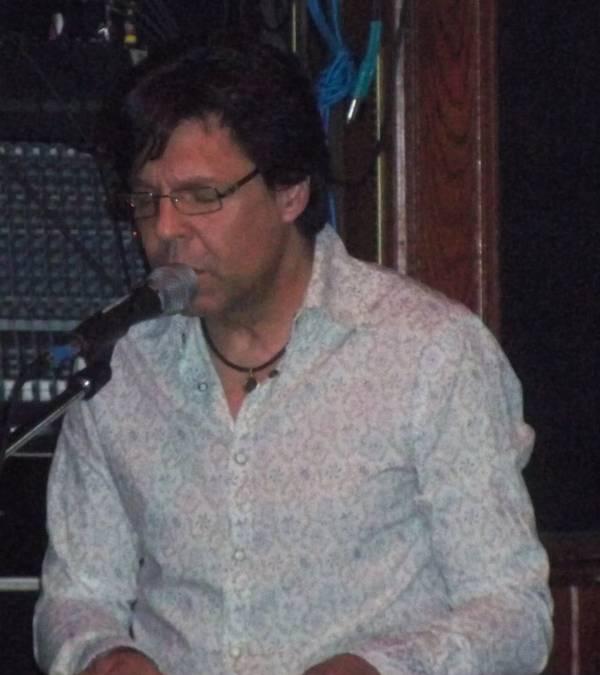 Kasim Sulton at Cafe Carpe, Fort Atkinson, WI, 05/16/10 - photo by Chris Z